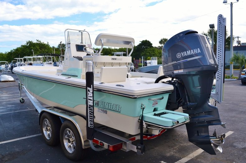 Thumbnail 4 for New 2016 Pathfinder 2200 TRS Bay Boat boat for sale in Vero Beach, FL