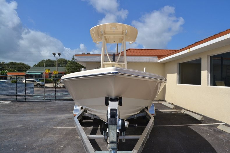 Thumbnail 2 for New 2016 Pathfinder 2400 TRS Bay Boat boat for sale in Vero Beach, FL