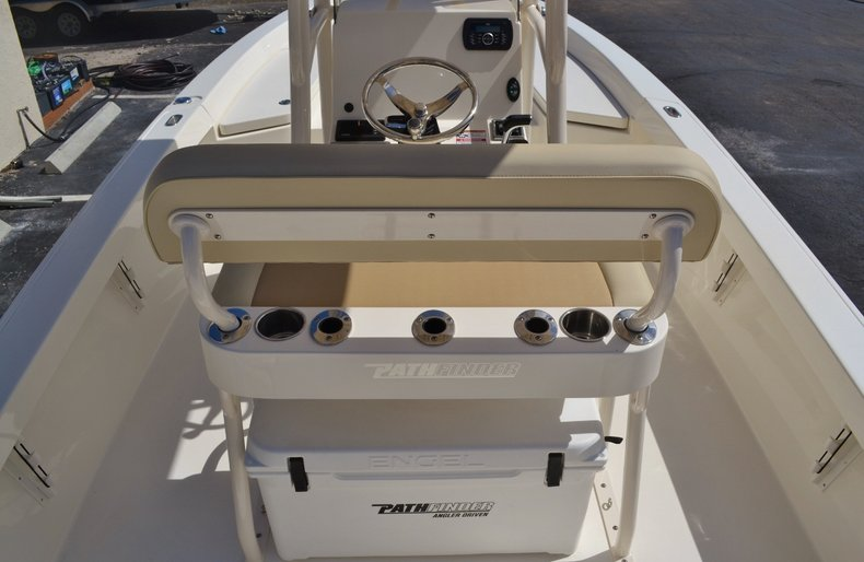 Thumbnail 9 for New 2016 Pathfinder 2400 TRS Bay Boat boat for sale in Vero Beach, FL