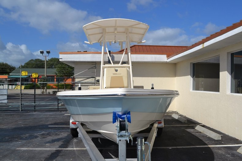 Thumbnail 2 for New 2016 Pathfinder 2200 TRS Bay Boat boat for sale in Vero Beach, FL