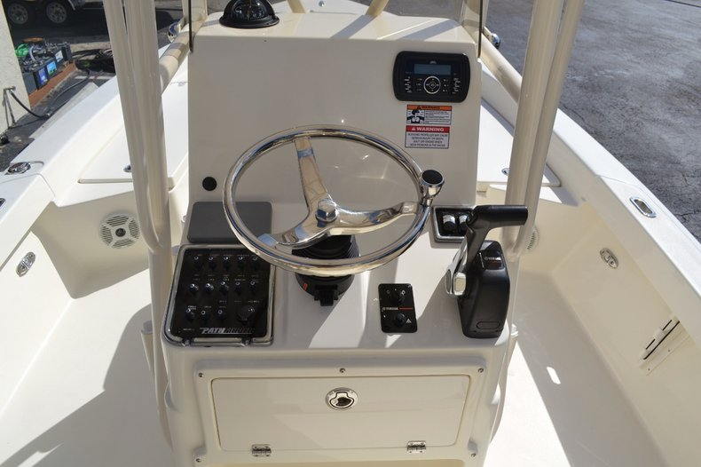 Thumbnail 11 for New 2016 Pathfinder 2200 TRS Bay Boat boat for sale in Vero Beach, FL