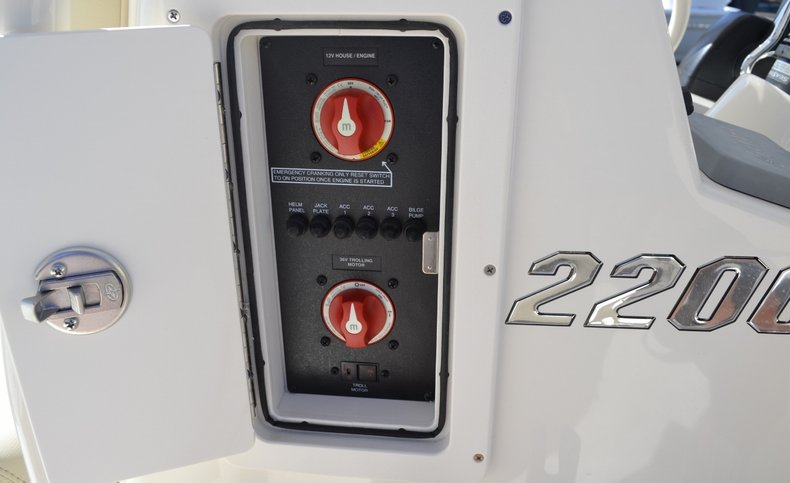 Thumbnail 15 for New 2016 Pathfinder 2200 TRS Bay Boat boat for sale in Vero Beach, FL