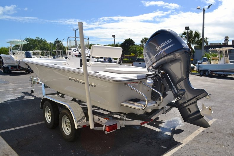 Thumbnail 4 for New 2016 Sportsman 20 Island Bay boat for sale in Vero Beach, FL