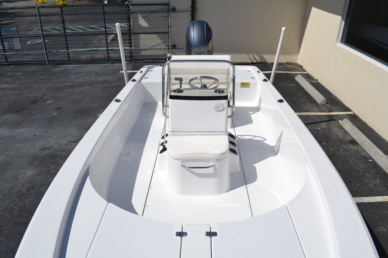 Thumbnail 11 for New 2016 Sportsman 20 Island Bay boat for sale in Vero Beach, FL