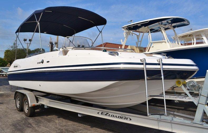 Thumbnail 1 for New 2016 Hurricane Sundeck Sport SS 231 OB boat for sale in Vero Beach, FL