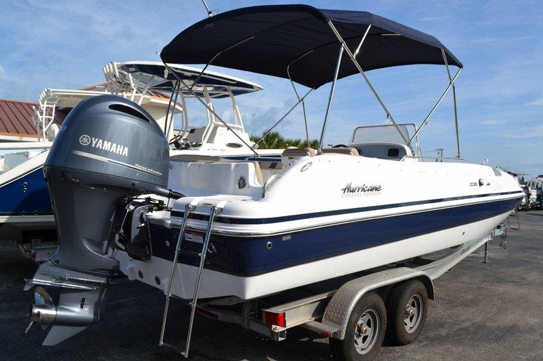 Thumbnail 7 for New 2016 Hurricane Sundeck Sport SS 231 OB boat for sale in Vero Beach, FL