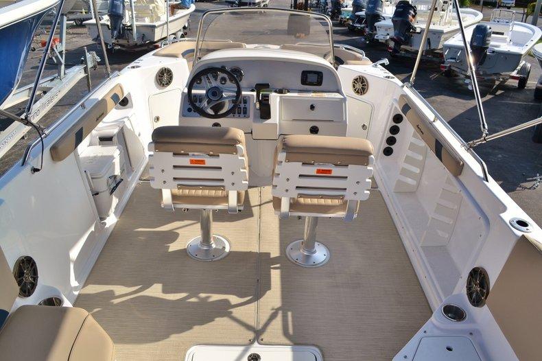 Thumbnail 10 for New 2016 Hurricane Sundeck Sport SS 231 OB boat for sale in Vero Beach, FL