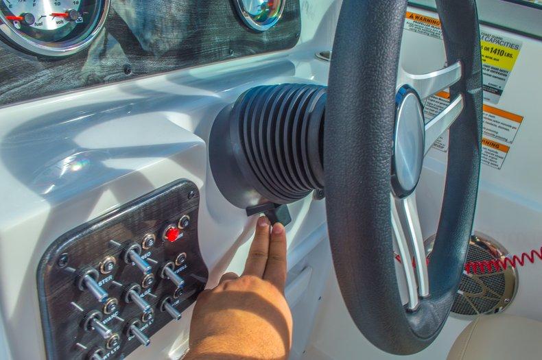 Thumbnail 29 for New 2016 Hurricane SunDeck SD 187 OB boat for sale in Vero Beach, FL