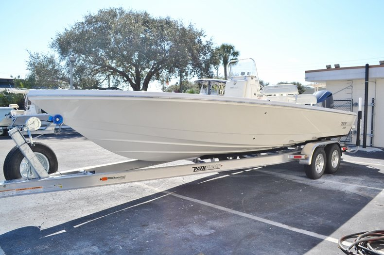 Thumbnail 3 for New 2016 Pathfinder 2600 HPS Bay Boat boat for sale in Vero Beach, FL