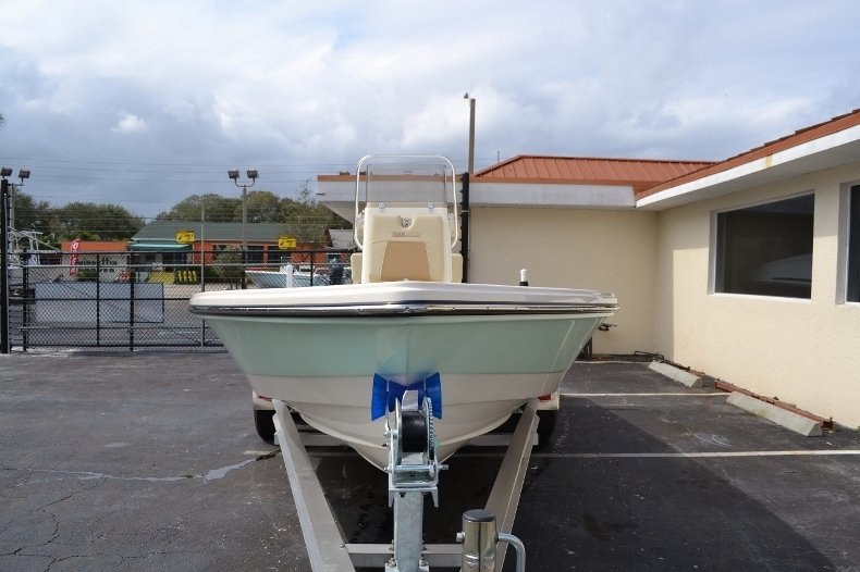 Thumbnail 2 for New 2016 Pathfinder 2200 Tournament Edition boat for sale in Vero Beach, FL