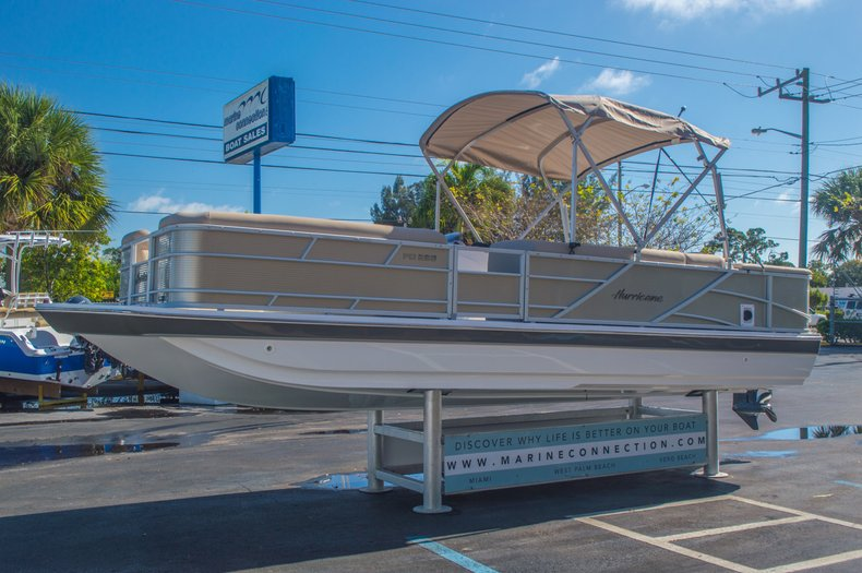 Thumbnail 3 for New 2016 Hurricane FunDeck FD 226 OB boat for sale in Vero Beach, FL