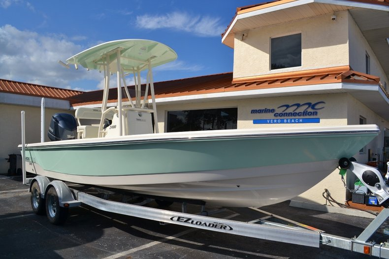 Thumbnail 1 for New 2016 Pathfinder 2400 TRS Bay Boat boat for sale in Vero Beach, FL