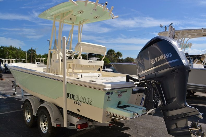 Thumbnail 4 for New 2016 Pathfinder 2400 TRS Bay Boat boat for sale in Vero Beach, FL