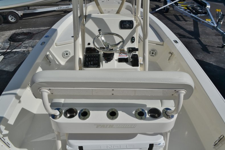 Thumbnail 10 for New 2016 Pathfinder 2400 TRS Bay Boat boat for sale in Vero Beach, FL