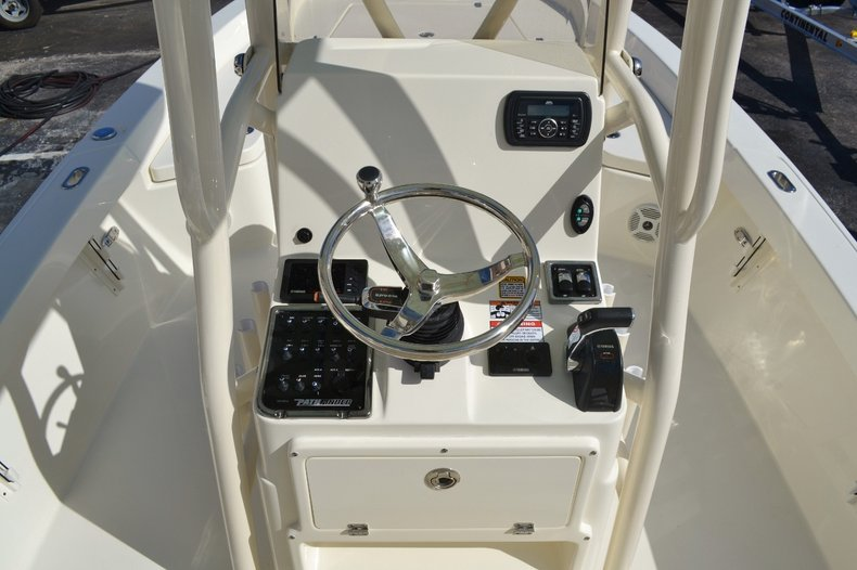 Thumbnail 11 for New 2016 Pathfinder 2400 TRS Bay Boat boat for sale in Vero Beach, FL