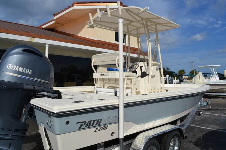 Thumbnail 6 for New 2016 Pathfinder 2200 TRS Bay Boat boat for sale in Vero Beach, FL