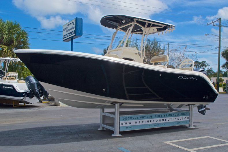 Thumbnail 4 for New 2016 Cobia 220 Center Console boat for sale in Vero Beach, FL