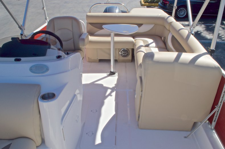 Thumbnail 20 for New 2016 Hurricane Fundeck FD 196 OB boat for sale in Vero Beach, FL