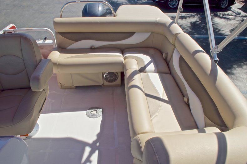 Thumbnail 21 for New 2016 Hurricane Fundeck FD 196 OB boat for sale in Vero Beach, FL