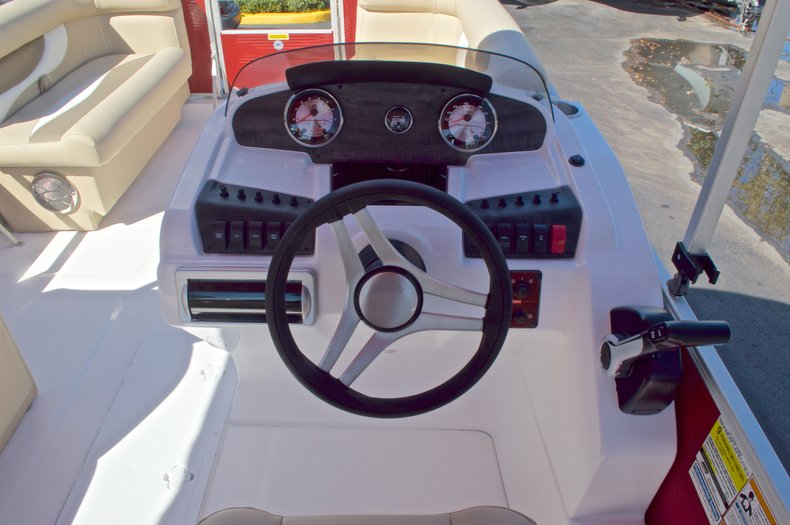 Thumbnail 33 for New 2016 Hurricane Fundeck FD 196 OB boat for sale in Vero Beach, FL