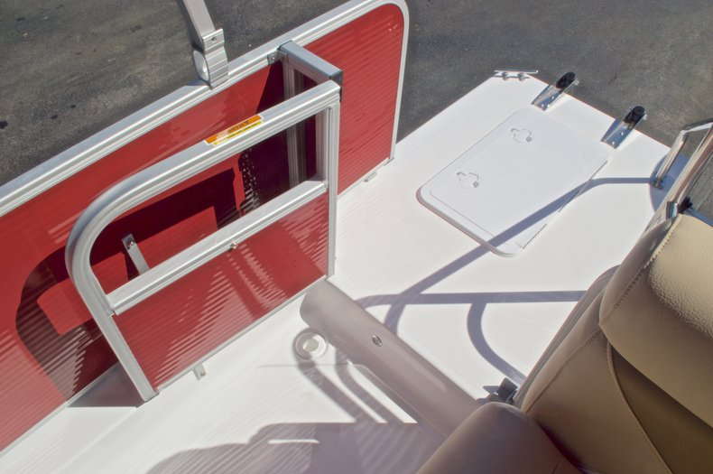 Thumbnail 13 for New 2016 Hurricane Fundeck FD 196 OB boat for sale in Vero Beach, FL