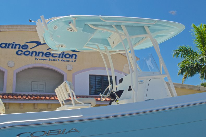 Thumbnail 10 for New 2016 Cobia 237 Center Console boat for sale in Vero Beach, FL