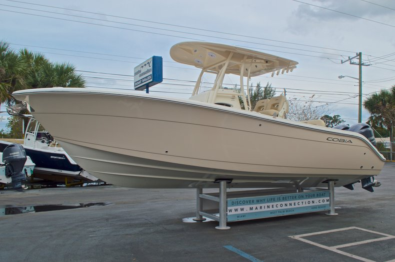 Thumbnail 4 for New 2016 Cobia 261 Center Console boat for sale in Vero Beach, FL