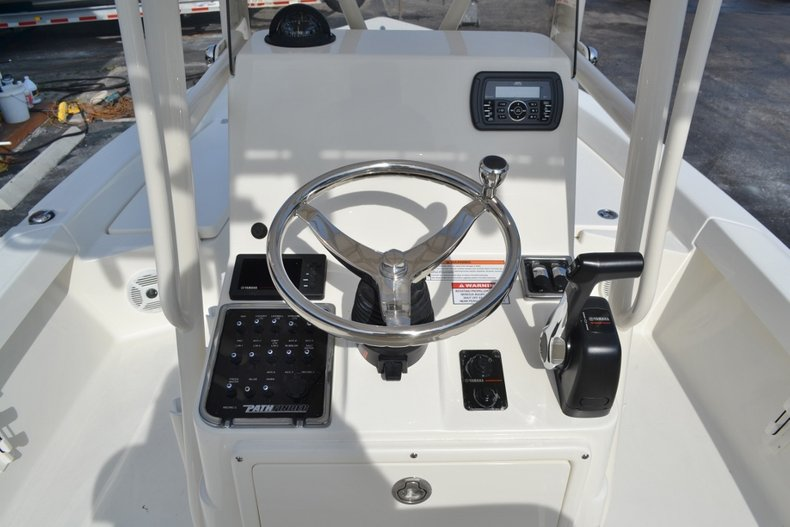 Thumbnail 10 for New 2016 Pathfinder 2200 TRS Bay Boat boat for sale in Vero Beach, FL