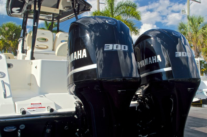 Thumbnail 10 for New 2016 Cobia 296 Center Console boat for sale in Vero Beach, FL