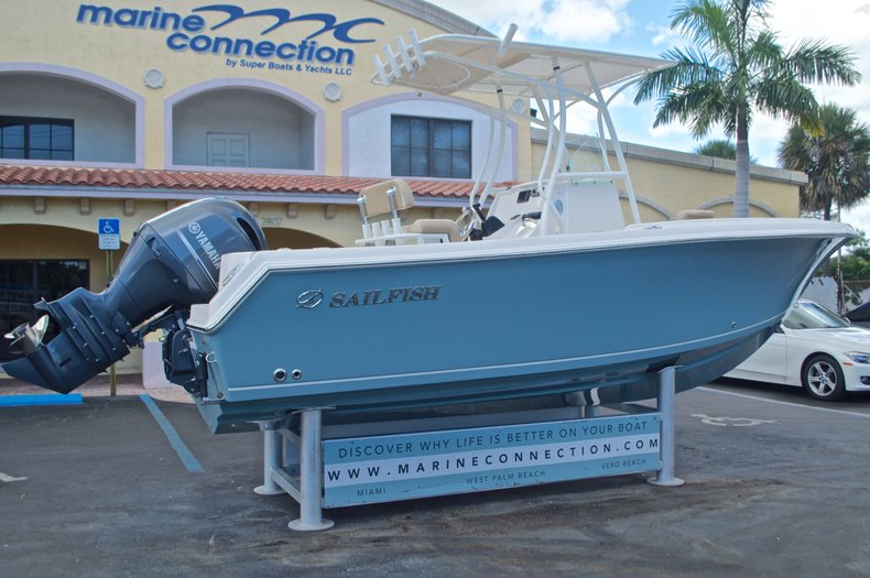 Thumbnail 7 for New 2017 Sailfish 220 CC Center Console boat for sale in Vero Beach, FL
