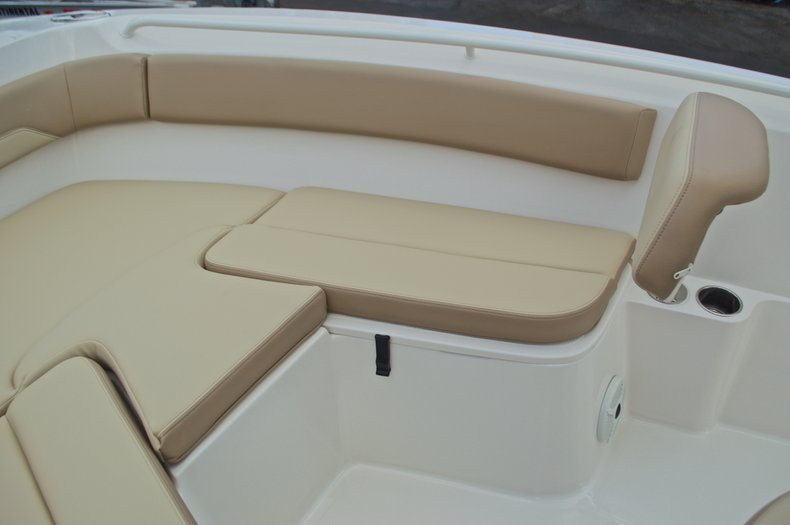 Thumbnail 40 for New 2017 Sailfish 220 CC Center Console boat for sale in Vero Beach, FL