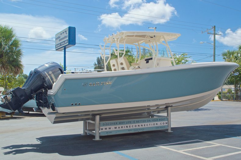 Thumbnail 3 for New 2017 Sailfish 320 CC Center Console boat for sale in Vero Beach, FL