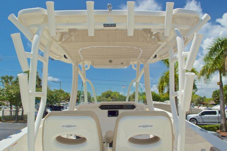 Thumbnail 31 for New 2017 Sailfish 320 CC Center Console boat for sale in Vero Beach, FL