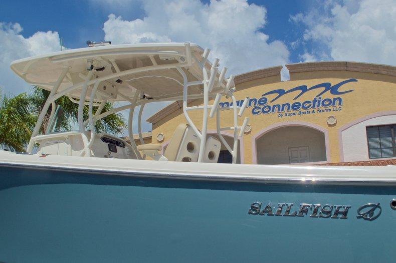 Thumbnail 10 for New 2017 Sailfish 320 CC Center Console boat for sale in Vero Beach, FL