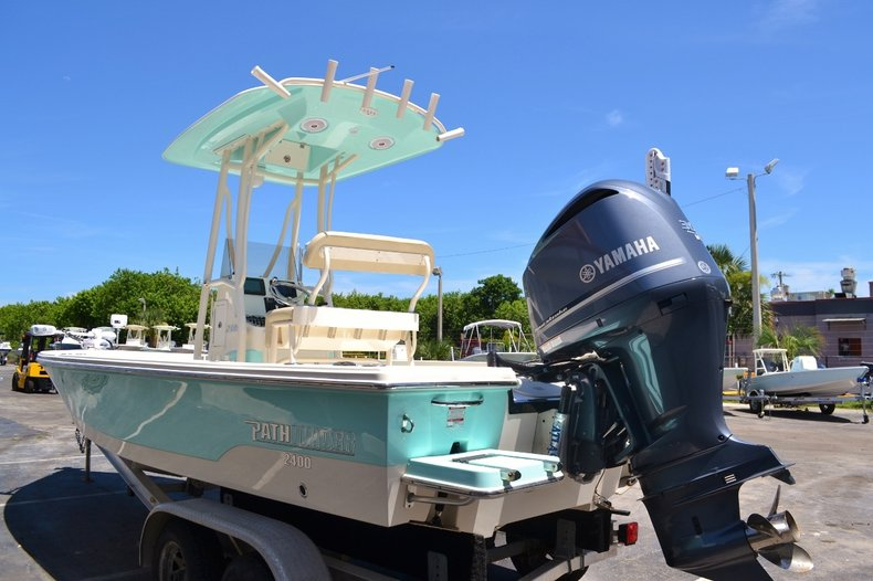 Thumbnail 4 for Used 2015 Pathfinder 2400 TRS Bay Boat boat for sale in Vero Beach, FL