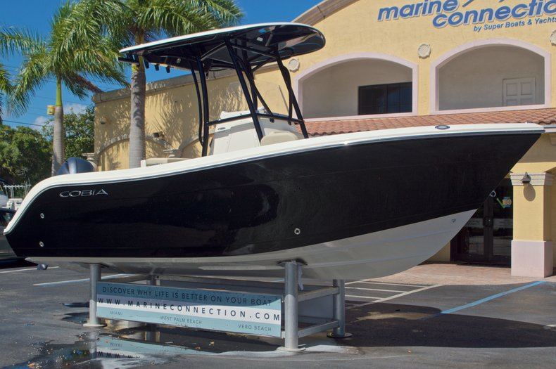 Thumbnail 1 for New 2017 Cobia 220 Center Console boat for sale in Vero Beach, FL
