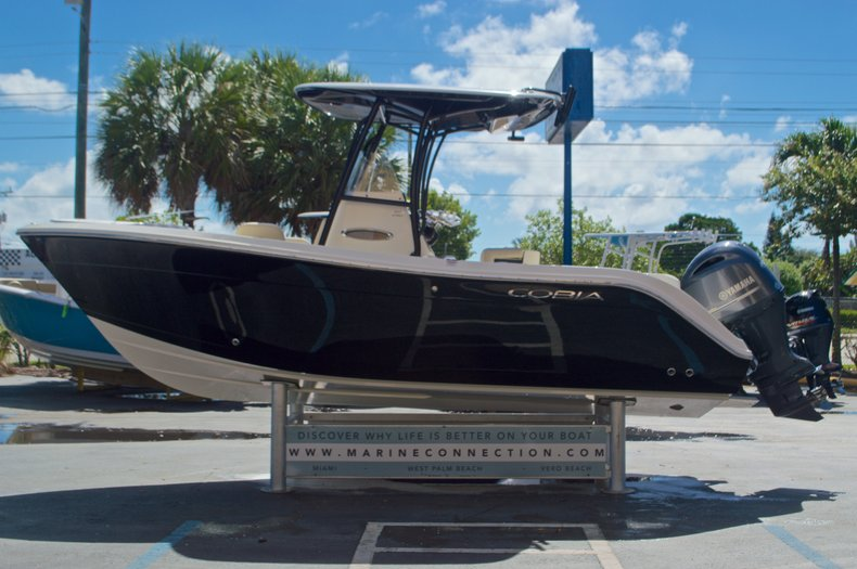 Thumbnail 5 for New 2017 Cobia 220 Center Console boat for sale in Vero Beach, FL