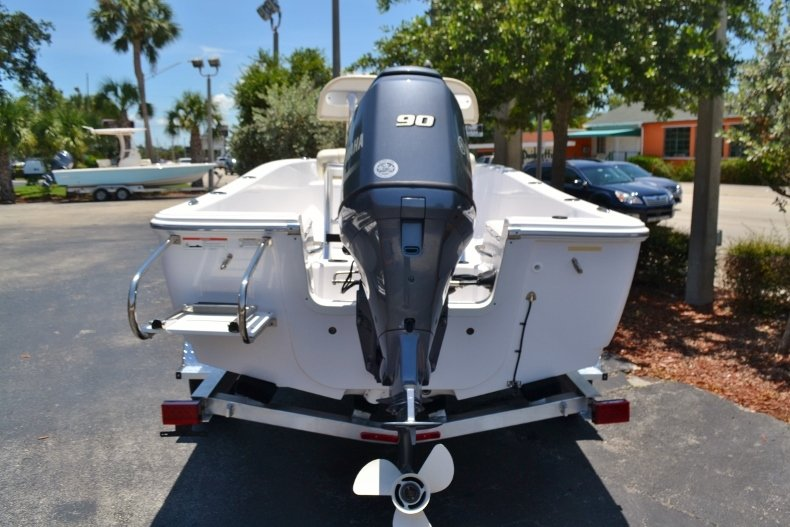 Thumbnail 4 for New 2017 Sportsman 17 Island Reef boat for sale in West Palm Beach, FL