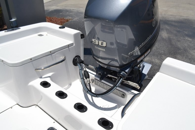 Thumbnail 17 for New 2017 Sportsman 17 Island Reef boat for sale in West Palm Beach, FL