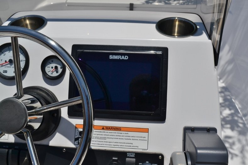 Thumbnail 19 for New 2017 Sportsman 17 Island Reef boat for sale in West Palm Beach, FL