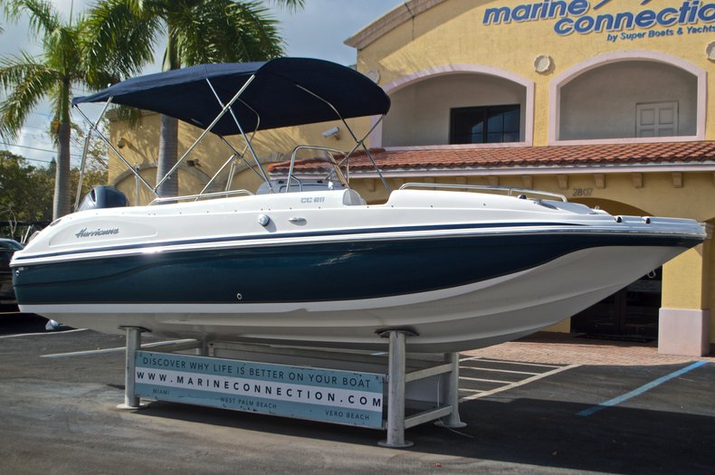 Thumbnail 1 for New 2017 Hurricane SunDeck Sport SS 211 OB boat for sale in Vero Beach, FL
