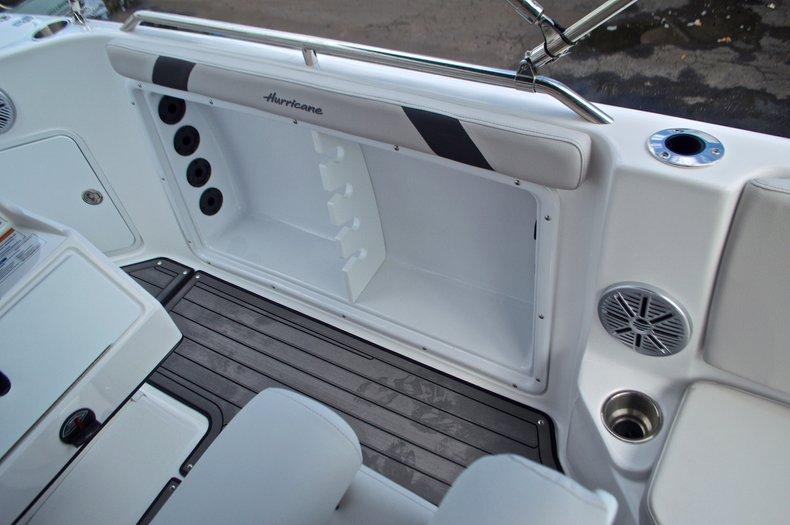 Thumbnail 23 for New 2017 Hurricane SunDeck Sport SS 211 OB boat for sale in Vero Beach, FL