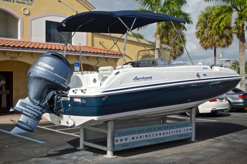 Thumbnail 7 for New 2017 Hurricane SunDeck Sport SS 211 OB boat for sale in Vero Beach, FL