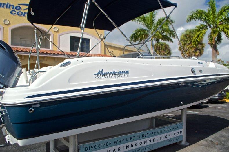 Thumbnail 8 for New 2017 Hurricane SunDeck Sport SS 211 OB boat for sale in Vero Beach, FL