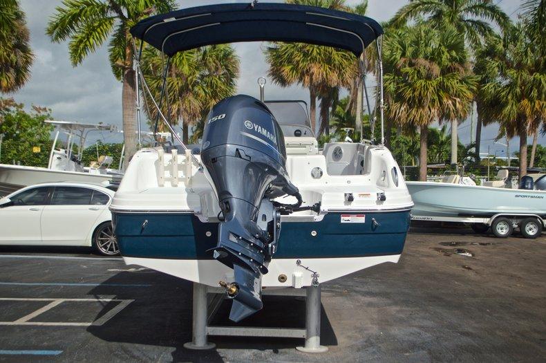 Thumbnail 6 for New 2017 Hurricane SunDeck Sport SS 211 OB boat for sale in Vero Beach, FL