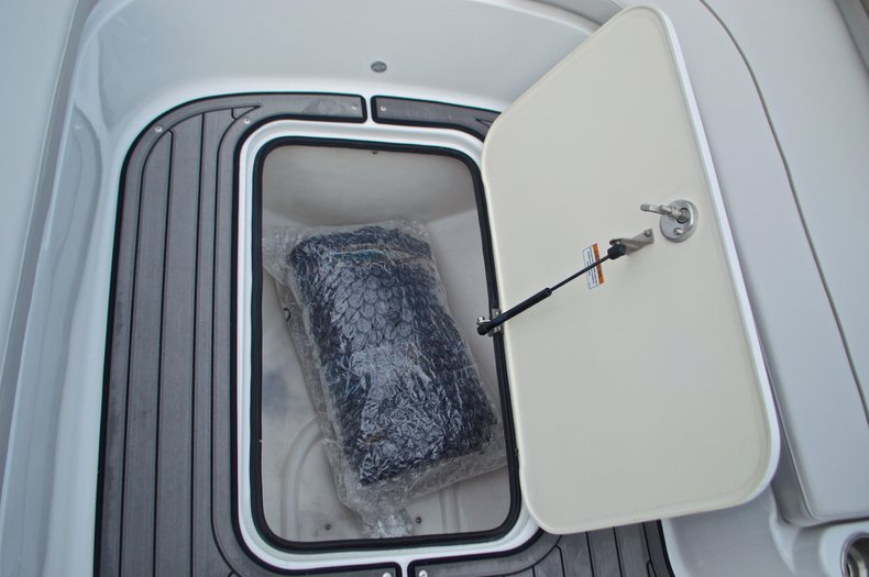Thumbnail 49 for New 2017 Hurricane SunDeck Sport SS 211 OB boat for sale in Vero Beach, FL