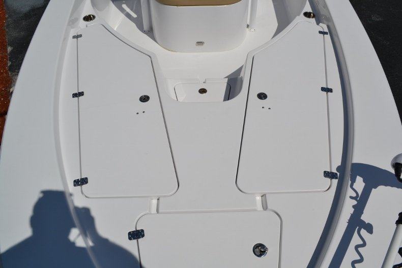 Thumbnail 16 for Used 2014 Sportsman Masters 227 Bay Boat boat for sale in Vero Beach, FL
