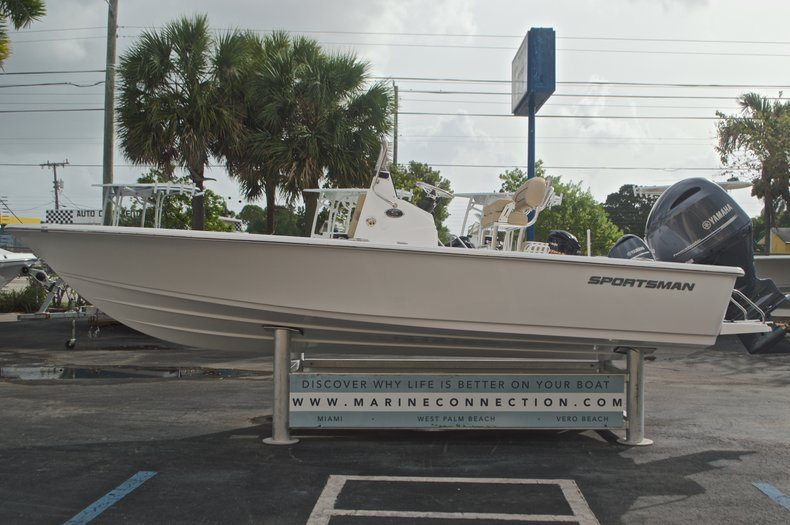 Thumbnail 5 for New 2017 Sportsman Masters 207 Bay Boat boat for sale in Vero Beach, FL