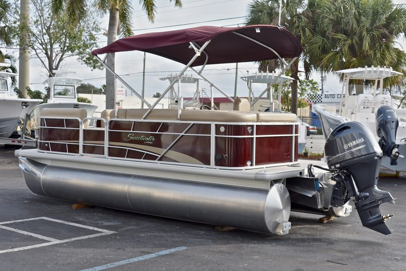 Thumbnail 5 for New 2018 Sweetwater 2086 Cruise boat for sale in Vero Beach, FL