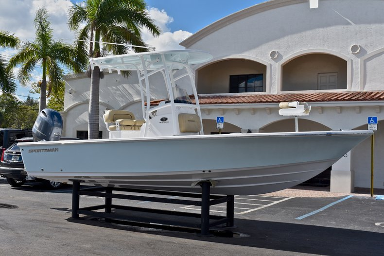 Thumbnail 1 for New 2018 Sportsman Masters 227 Bay Boat boat for sale in Vero Beach, FL